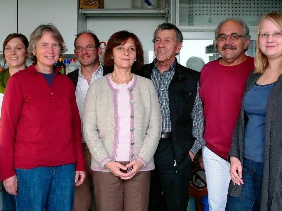 Professor Freudenberg und ihre Labormannschaf    Foto: privat