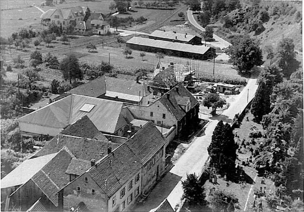 Nach dem Krieg dienten die Baracken (o...ere Baracke wurde dann 1951 Notkirche.  | Foto: Ursula und Gerhard Hiss