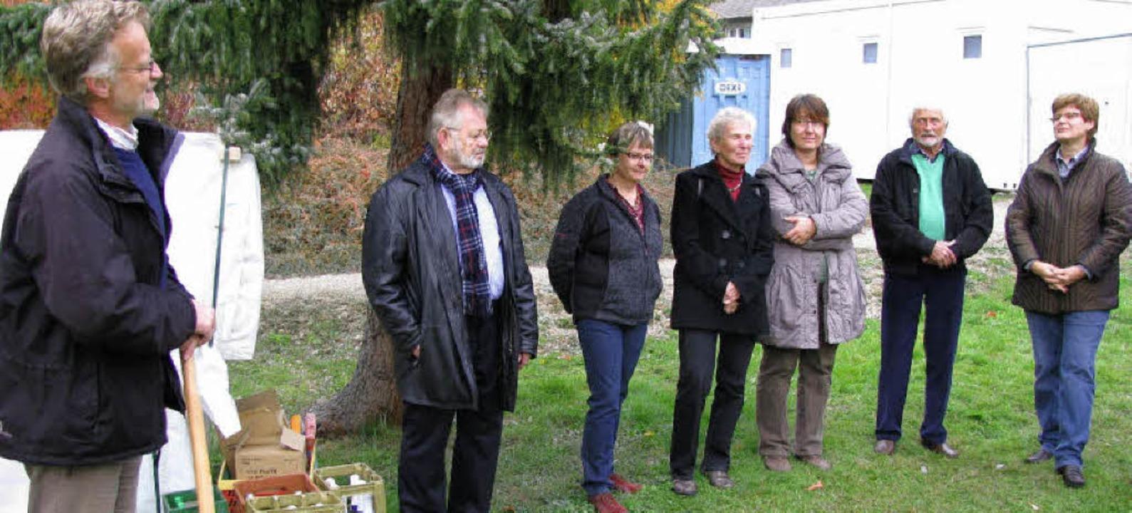 Den Spaten bedurfte es nicht mehr, als...ppe aus Staufen (Zweiter von rechts).   | Foto: Manfred Lange
