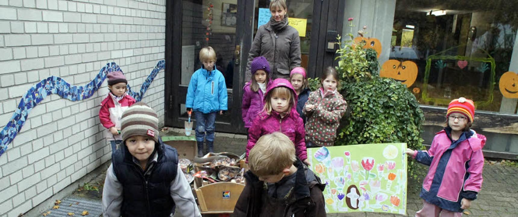 Mit 500 gewonnenen Blumenzwiebeln fürs...flanzaktion mit Elternhilfe angesetzt.  | Foto: Ilona Hüge