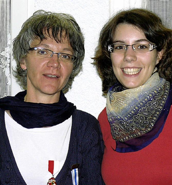 Während Adelheid Bucher (links) für ze...neue Kassiererin verpflichtet werden.   | Foto: Burger