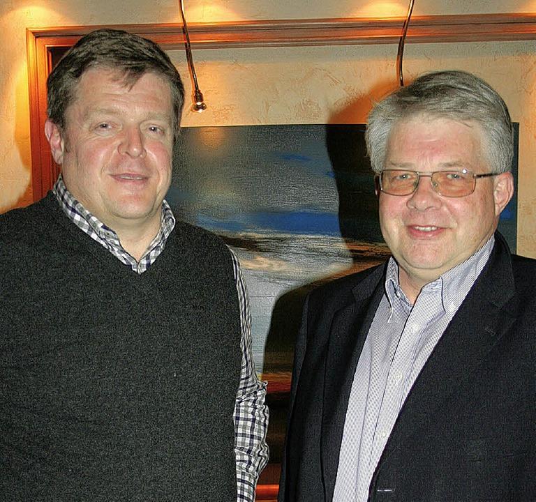 Bernd Meisinger, Vorsitzender des Hote...Vorsitzenden Thomas Reppert (rechts).   | Foto: DIETER MAURER