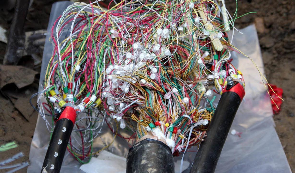 Glasfaserverbindungen eröffnen den  Zu... die Kupferleitungen aus den Häusern.     Foto: Silvia Faller