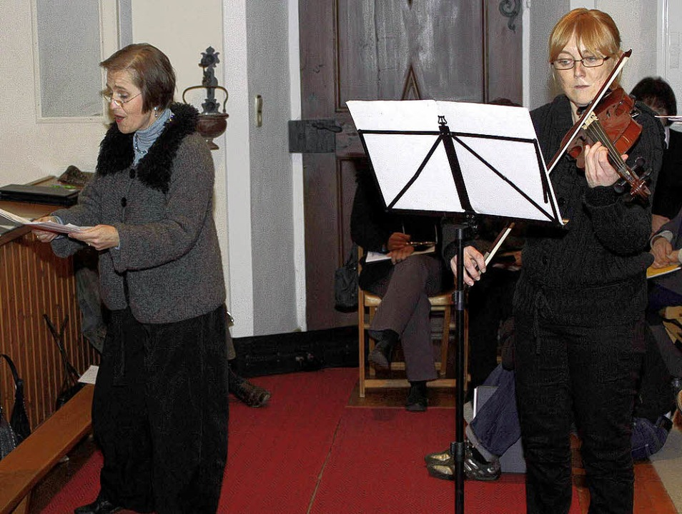 Claudia Götz (Sopran) und Sylvia Herma... in der Pfarrkirche von Friedenweiler.  | Foto: GERT BRICHTA