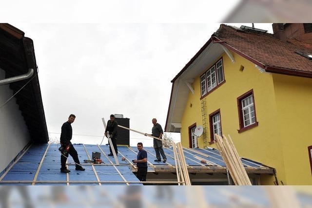 Zwischenbau bekommt Dach aufgesetzt