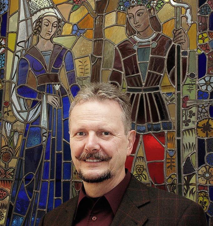 Der Leitende Standesbeamte Dieter Wurt...Hochzeitsdarstellung von Karl Vollmer.