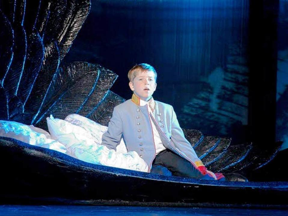 Der kleine Kronprinz Rudolf (gespielt ...t Lucks) im Musical Elisabeth in Köln.    Foto: R.STOETZEL