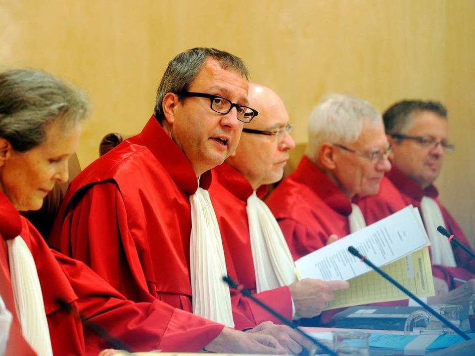 Andreas Voßkuhle (Zweiter von links) f...äsident des Bundesverfassungsgerichts.  | Foto: dpa