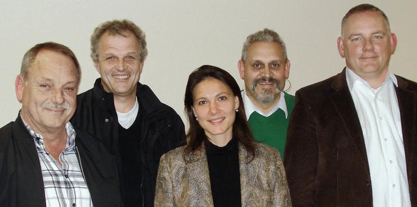 Die alte und neue Vorstandsriege des T...ung) und Kassierer Jürgen Zuckschwert   | Foto: Steineck