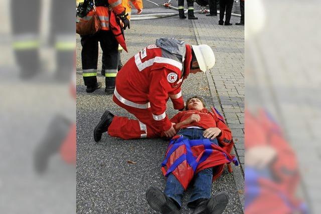 Herbstabschlussübung der Freiwilligen Feuerwehr Oberrotweil stellt Wehrleute vor Probleme