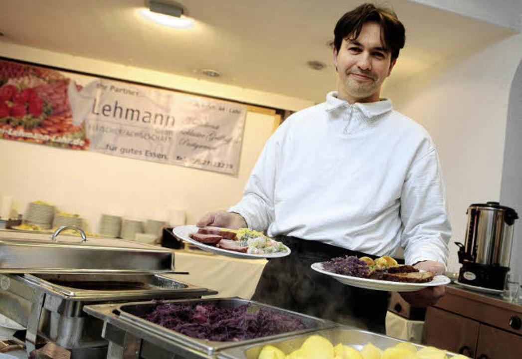Martin Lehmann an seinem Arbeitsplatz ...men des ehemaligen Möbelhauses Ruder.   | Foto: christoph breithaupt