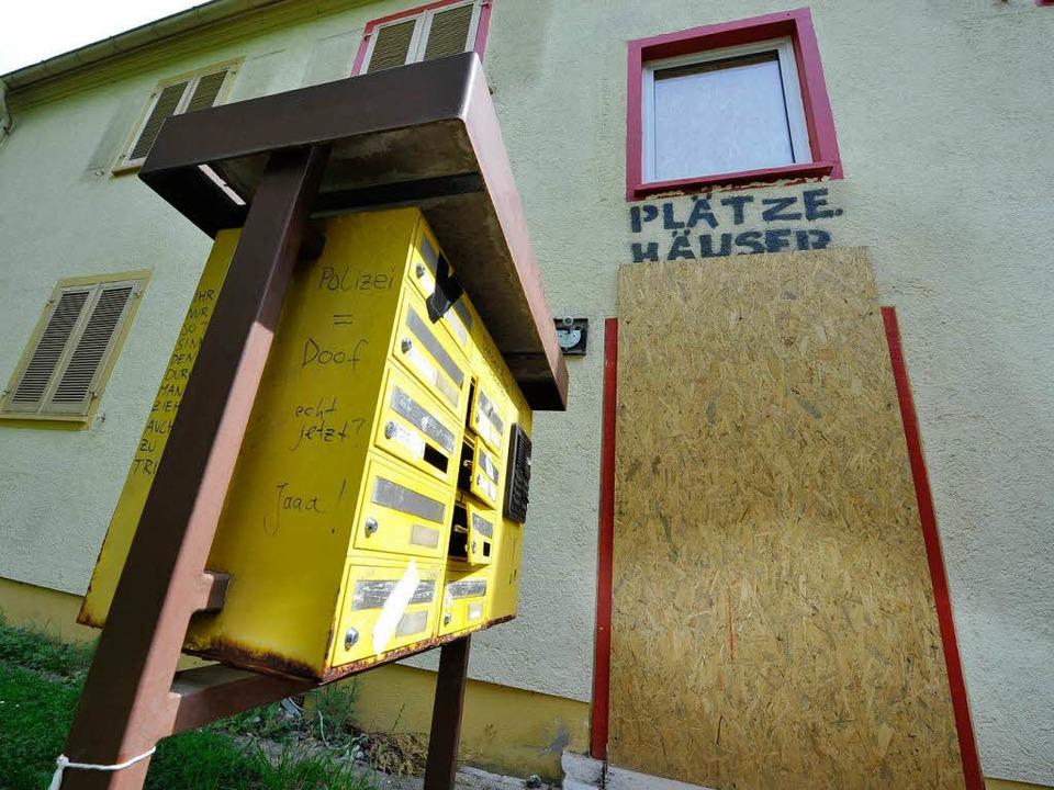 Das Haus in der Johann-Sebastian.-Bach-Straße ist besetzt.  | Foto: Michael Bamberger