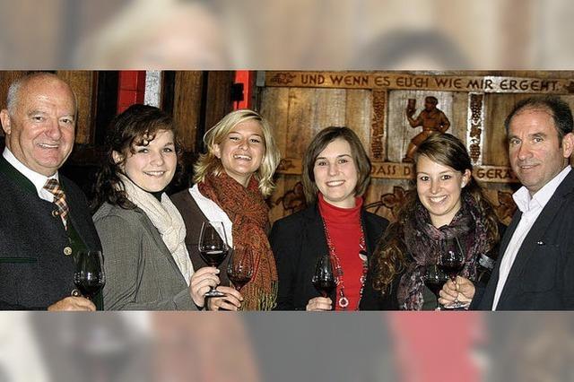 Weinhoheiten zu Gast in der Bezirkskellerei