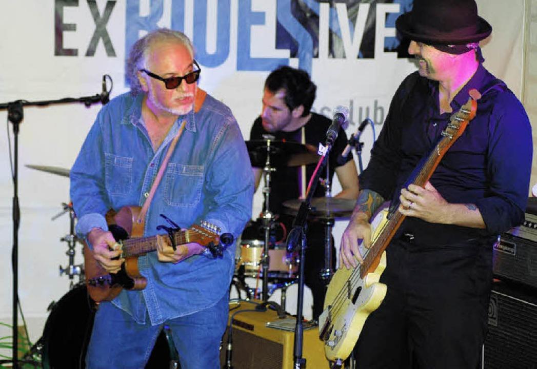 Bob Margolin (links) spielte mit der M...n Weil am Rhein harten Chicago Blues.   | Foto: Thomas Loisl Mink