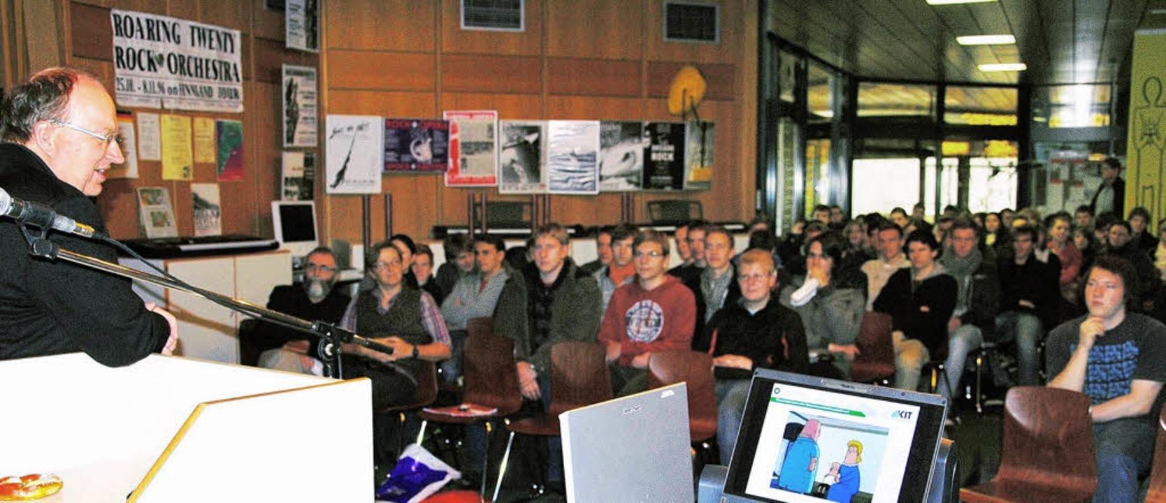 Begeistert die GHSE-Schüler in seinem ...m Karlsruher Institut für Technologie.    Foto: GHSE