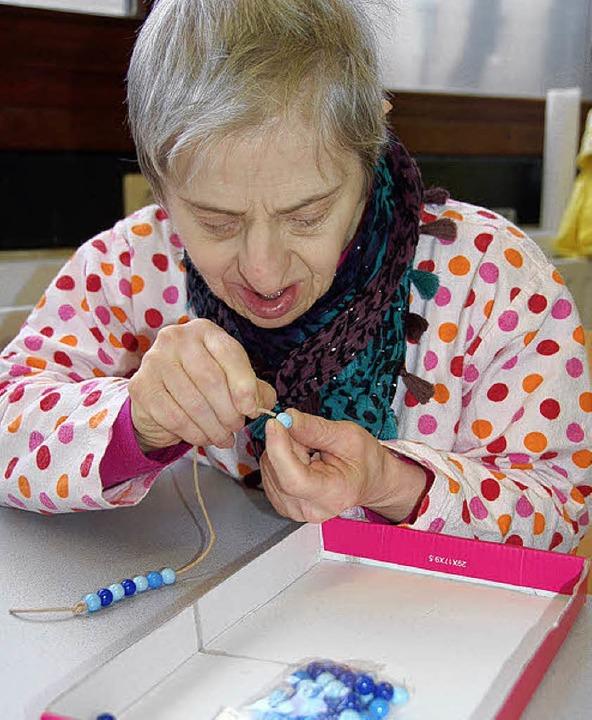 <ppp> </ppp>führt das Lederband zur Perle  | Foto: Martina Seiler