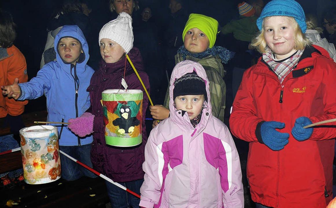 Diese Birkendorfer Kinder präsentierte...nd freuten sich auf den Martinswecken.    Foto: Patrick Burger