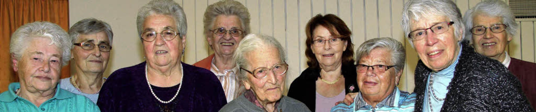 Seit 25 und 50 Jahren gehören sie zur ...sela Grieshaber,   Theresia Schmider.     Foto: eva korinth