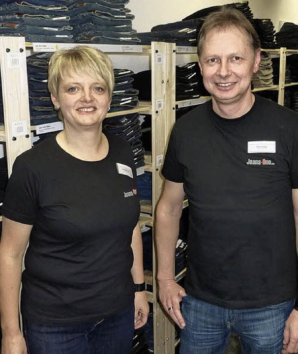 2500  Jeans und mit ihnen Paul Röttele und Michaela Ziser sind  neu in Teningen.  | Foto: Karlernst Lauffer