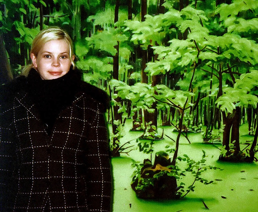 Anna Bittersohl vor einer von ihr gema... zu sehen im Kunstverein Kirchzarten.   | Foto: Wolfgang Grosholz