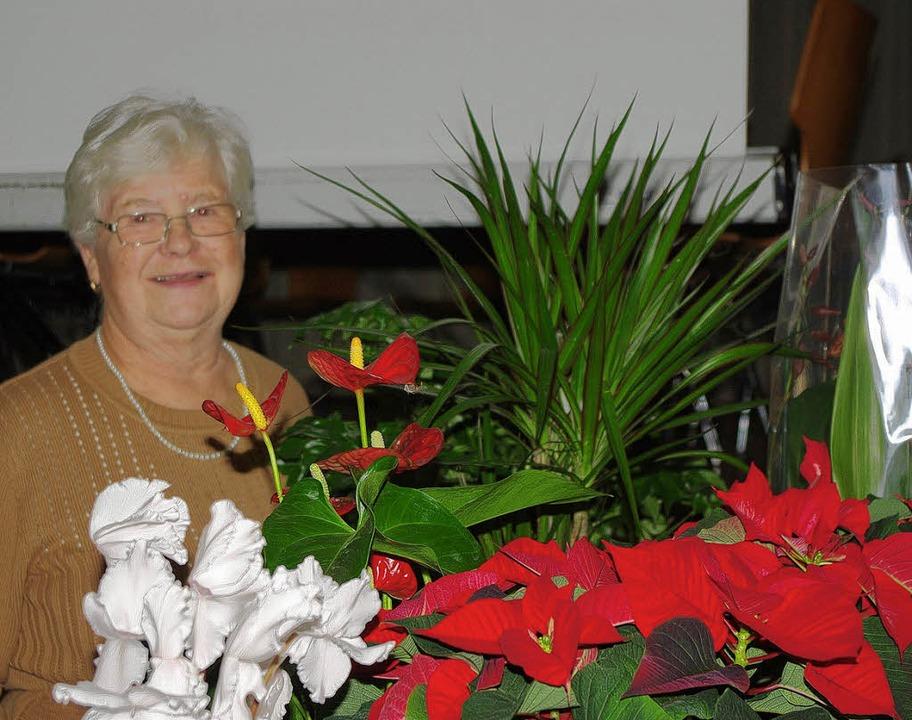 Eine der 47 Preisträger: Brigitte Roth im Blumenschmuck     Foto: b. röderer
