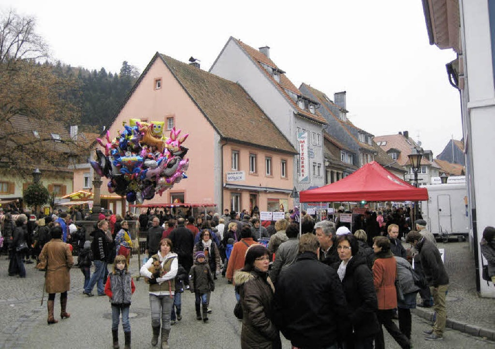 Scharen von Besuchern lockte der Martinimarkt nach Elzach.  | Foto: Thomas Steimer