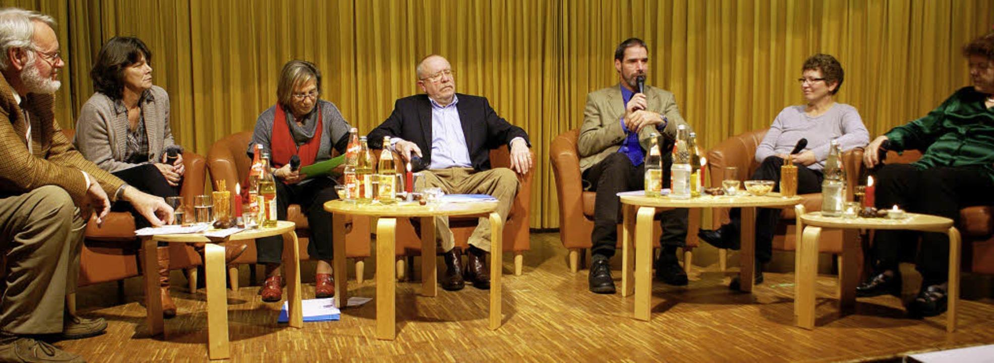 Die Teilnehmer der Podiumsdiskussion u...n, Erika Scharbatke und Elke Schupp.    | Foto: Werner Probst