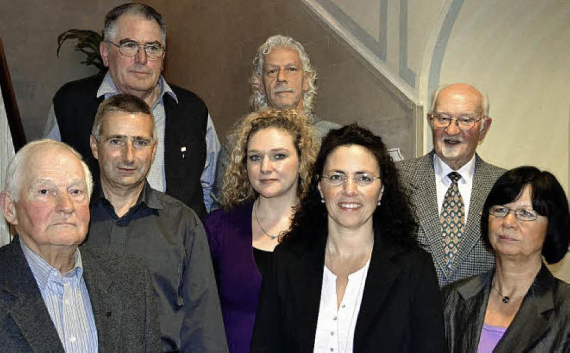 Vorstand und Aufsichtsrat der Baugenos...fsichtsrats-Vorsitzender Horst Ewert.     Foto: paul berger