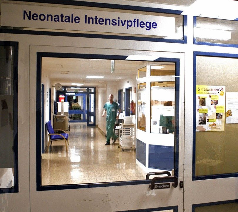 Eingang zur Intensivstation für Frühge... drei Frühchen an einer Darminfektion.  | Foto: dapd