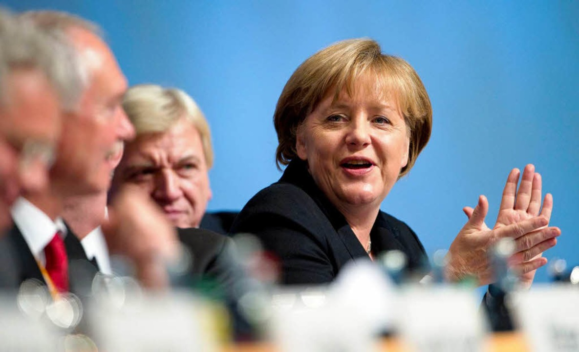 Gemeinsam das Klatschen üben vor der Rede der Vorsitzenden Angela Merkel    Foto: DAPD