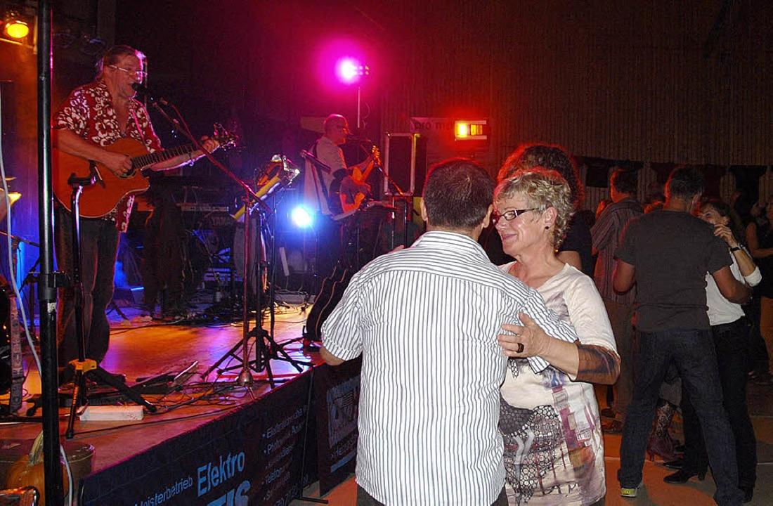Ein stimmungsvolles Live-Event mit &#8...-jährigen Bestehens in der Festhalle.   | Foto: Roland Vitt