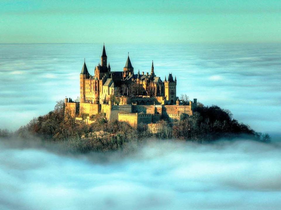 ...und bei der Burg Hohenzollern bei H...rlage Fotografenherzen höher schlagen.  | Foto: dpa