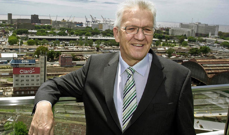 Baden-Württembergs Ministerpräsident K...nem der Kopfbahnhöfe von Buenos Aires   | Foto: dpa