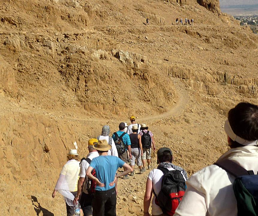 Aufbruch am Wadi Quelt zum Marsch in die Wüste.  | Foto: Privat