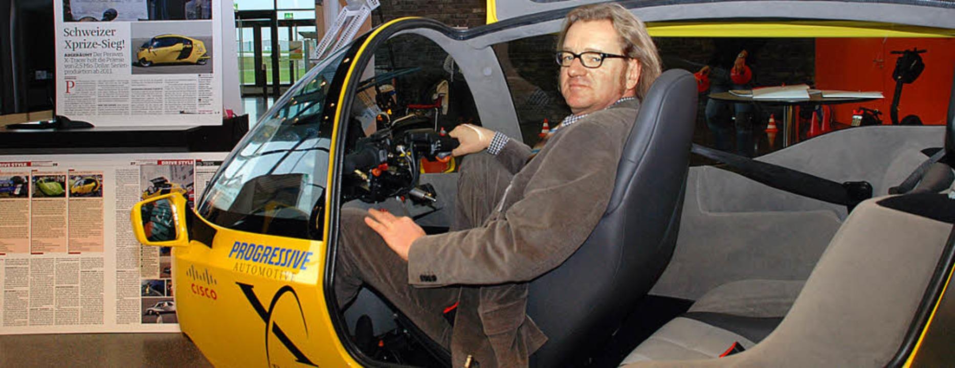<ppp> und </ppp>Gerold Hellwig in einem Monotracer auf der Fachmesse Ecomobil.  | Foto: Gertrude Siefke