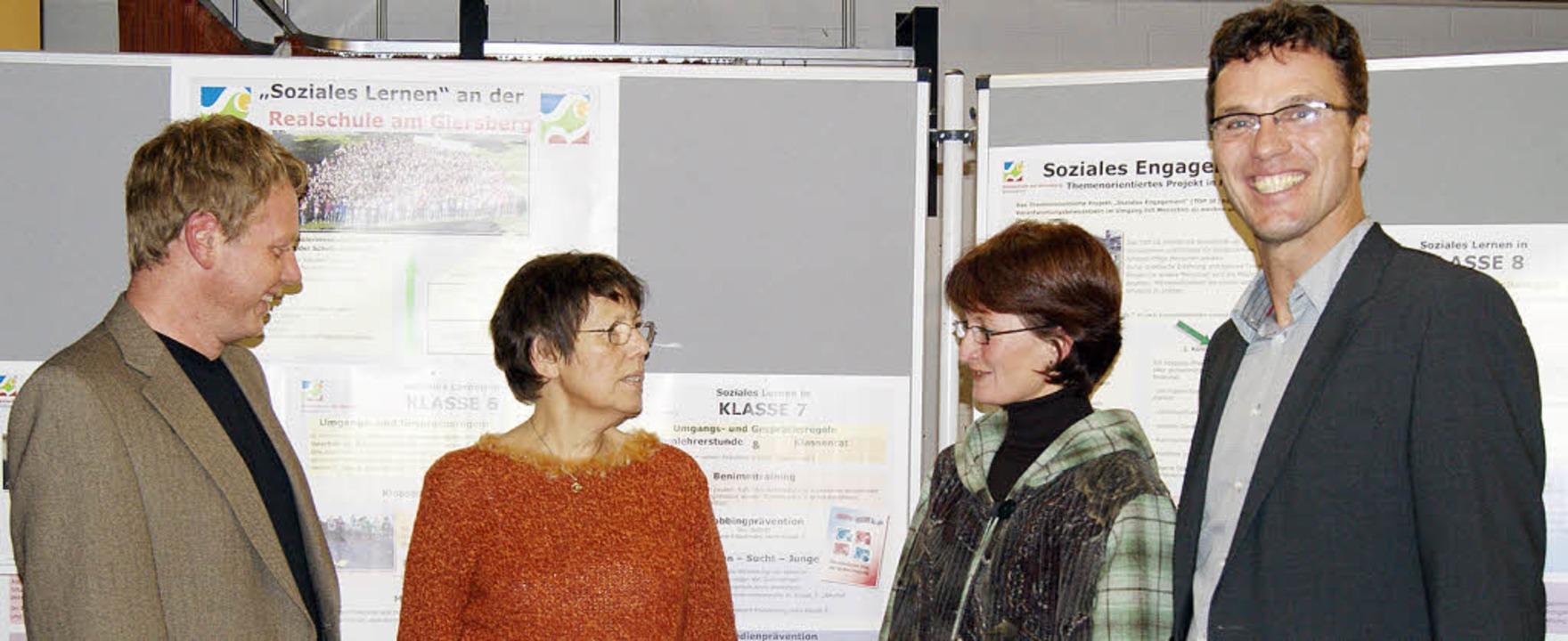Stolz auf  das Konzept für soziales Le...und Rektor Ulrich Denzel (von links).     Foto: Charlotte Schmid