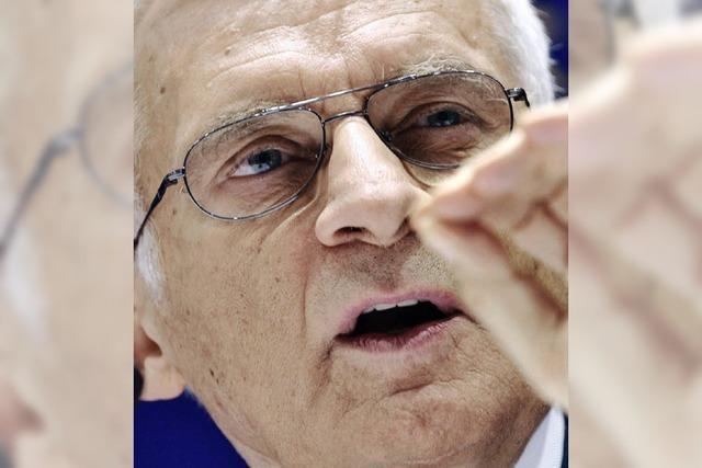 Der Präsident des EU-Parlaments, Jerzy Buzek, kommt
