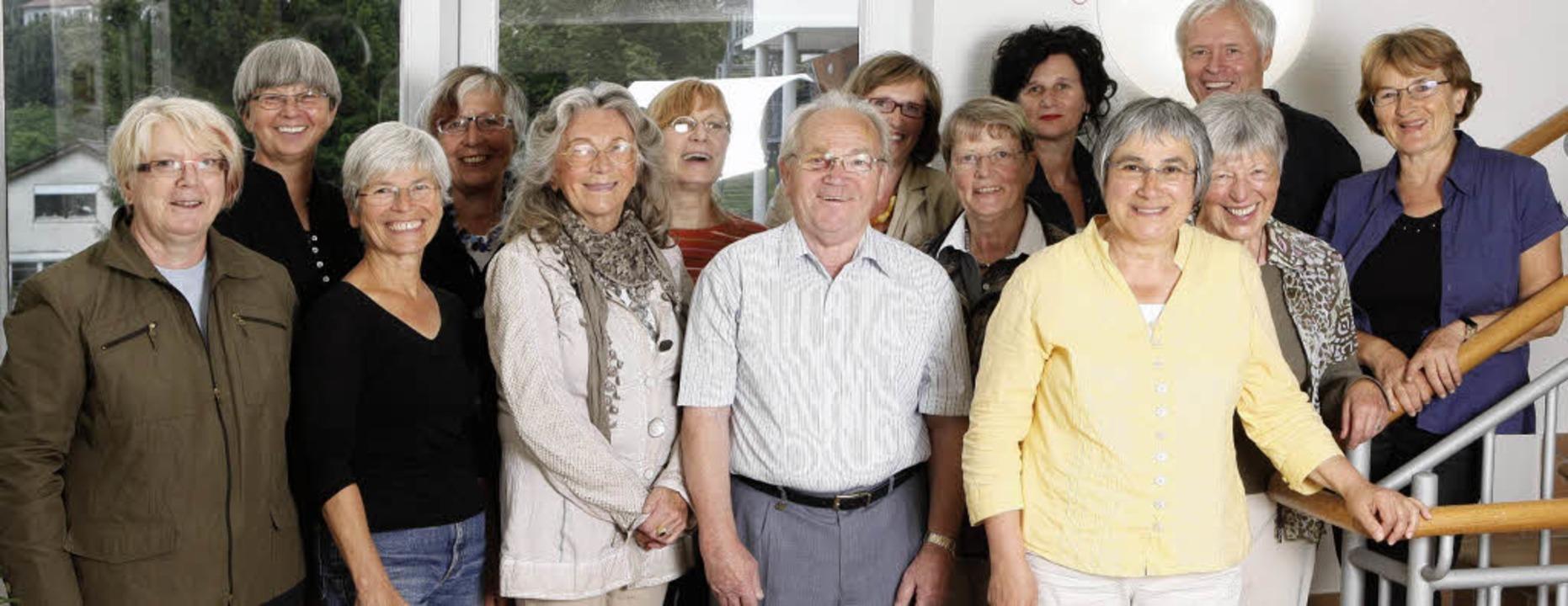 Eine ganze Reihe ehrenamtlicher Helfer unterstützt die Hauptamtlichen im Hospiz.  | Foto: Hospiz am buck