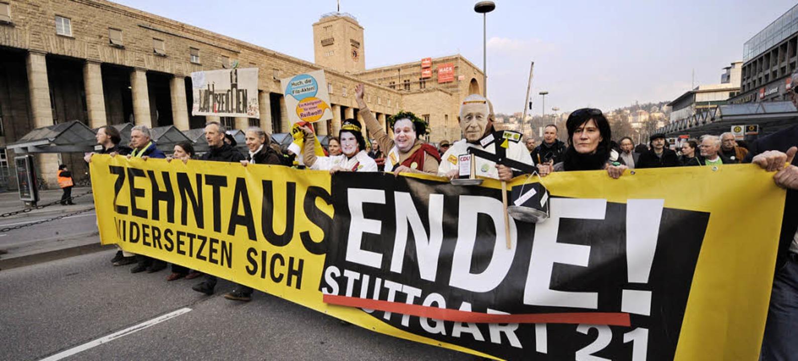Jeden Montag unterwegs: die Gegner von Stuttgart 21     Foto: dapd