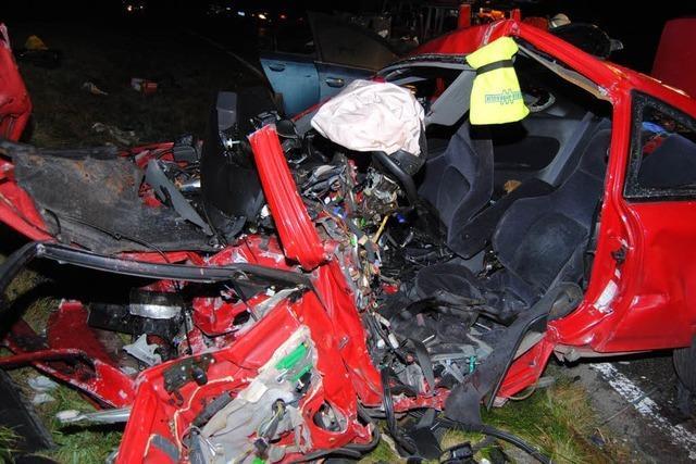 21-jähriger Autofahrer stirbt bei Frontalunfall