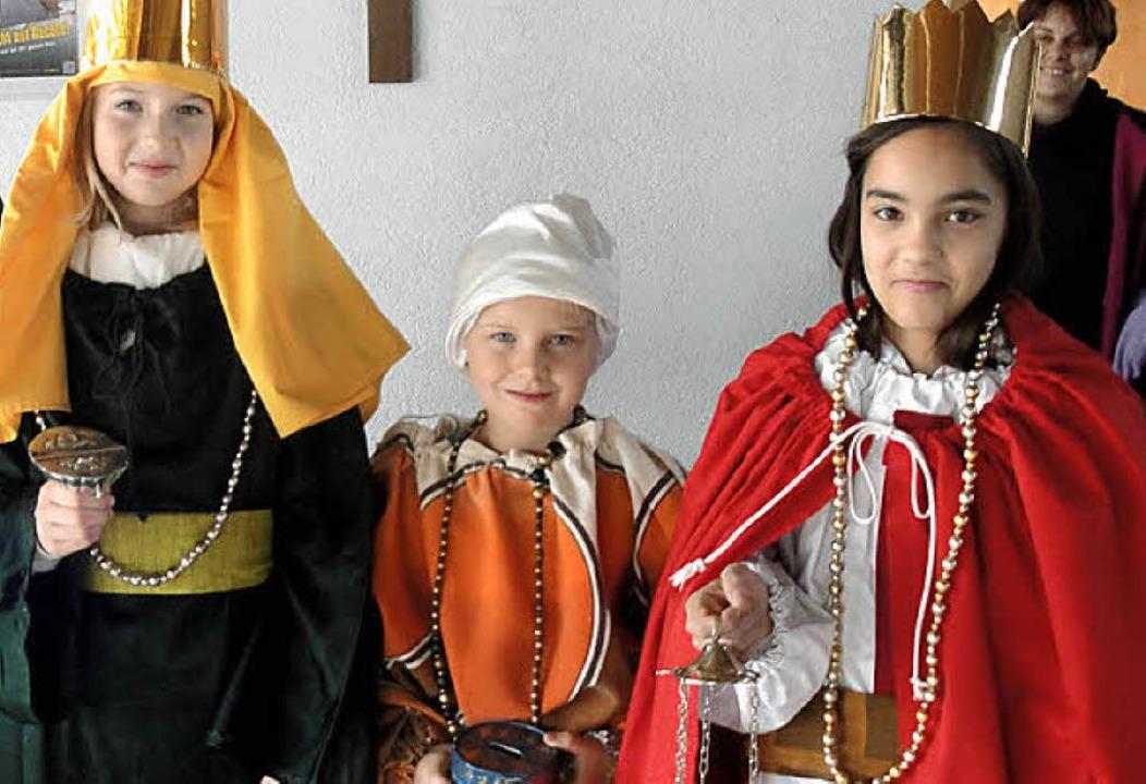 Am Tag der offenen Tür konnten Kinder auch die Königskleider anprobieren.   | Foto: Jonas Bader