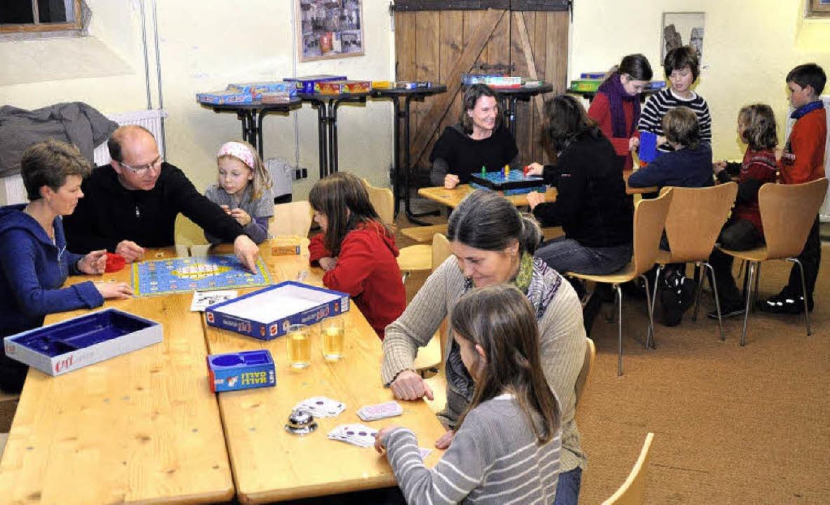Beim Spieleabend in der Bürgerscheune ...ene Spiele können mitgebracht werden.     Foto: julius steckmeister