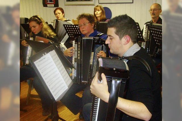 Harmonika-Orchester probt eifrig