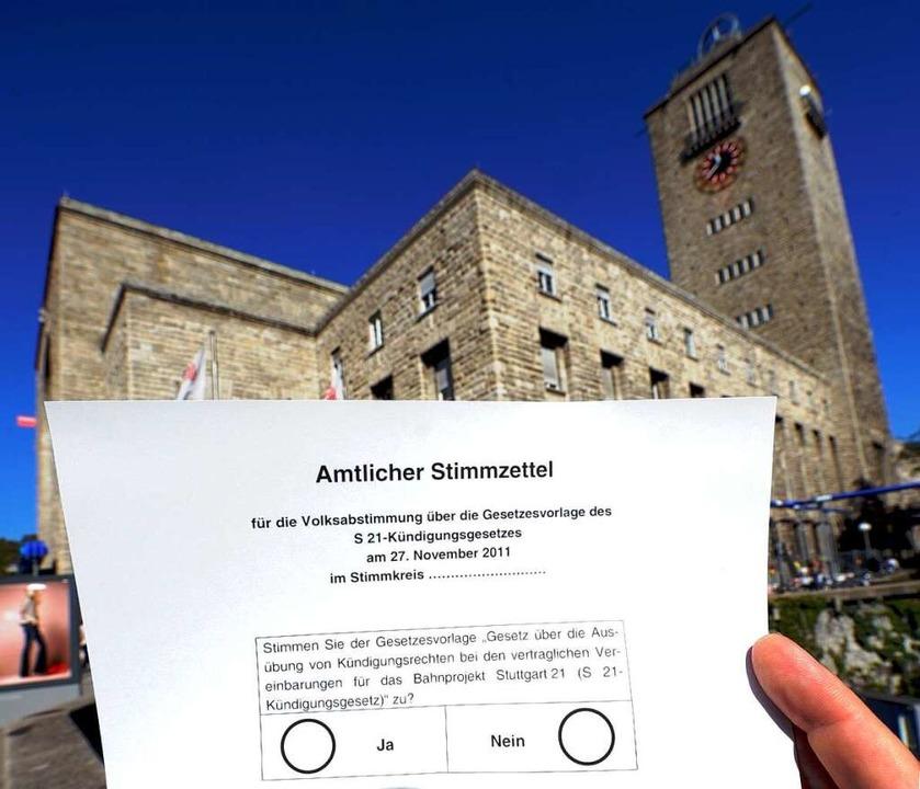 Der amtliche Stimmzettel – einer...len Zankäpfeln zum Thema Stuttgart 21.  | Foto: dpa