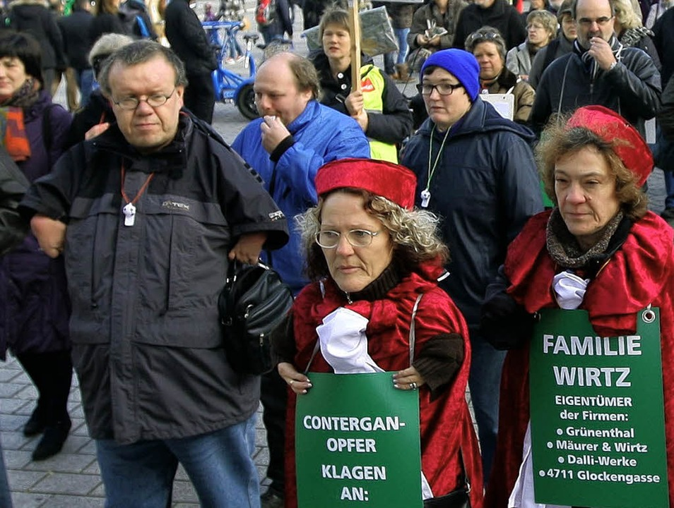Contergan-Geschädigte demonstrieren in Berlin.   | Foto: DAPD
