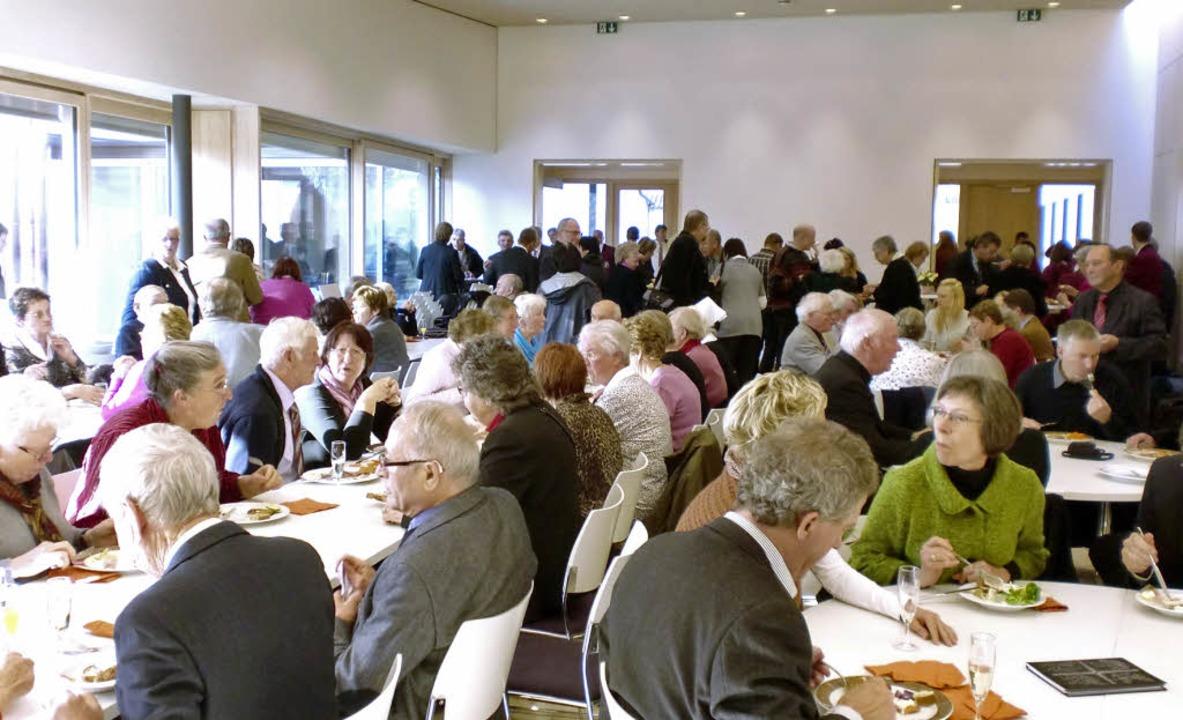 Volles Haus: Der Saal des neuen Gemein...s wurde gleich für das Essen benutzt.   | Foto: manfred frietsch