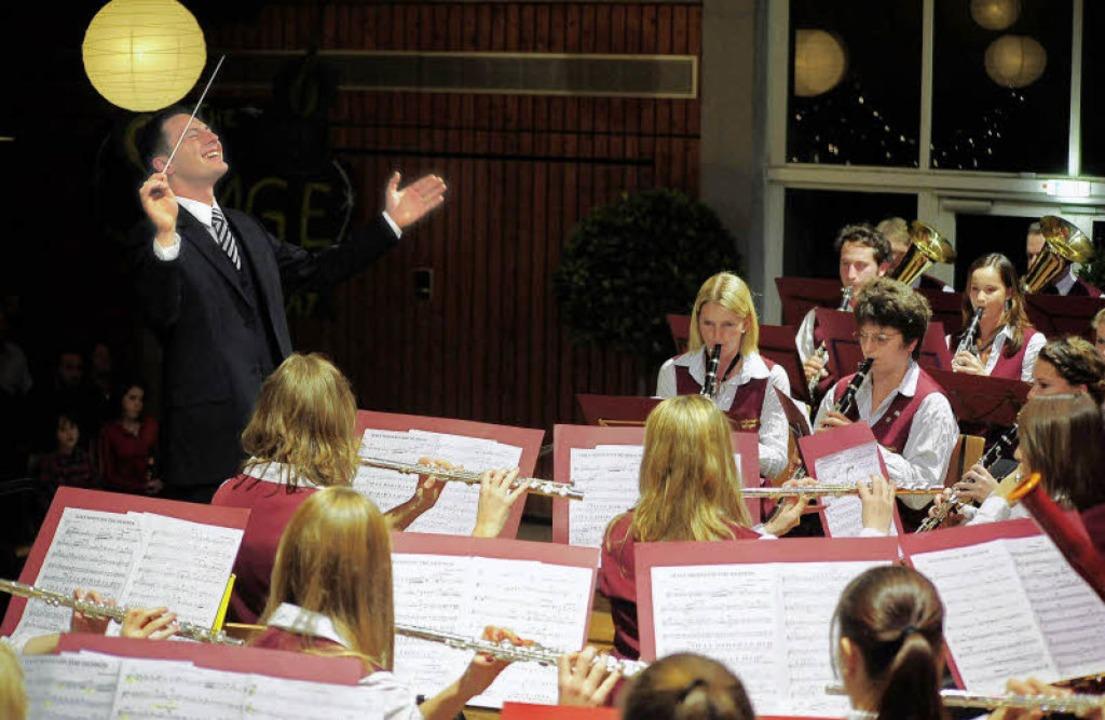 Ganz in seinem Element: Martin Jegle b...oßen Auftritt als Dirigent in Opfingen  | Foto: Thomas Kunz