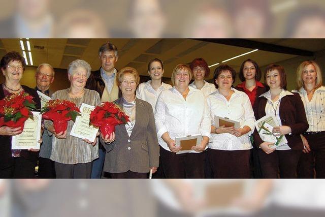 Supé verteilt zahlreiche Ehrenurkunden