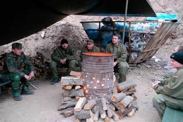 Bundeswehrsoldaten stehen im Kosovo zwischen den Fronten