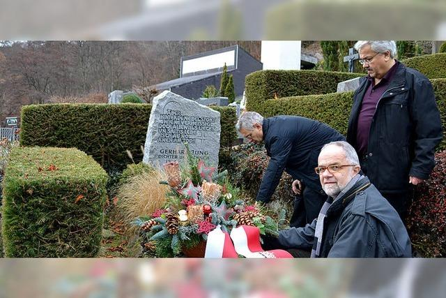 Gedenken am Grab von Gerhard Jung